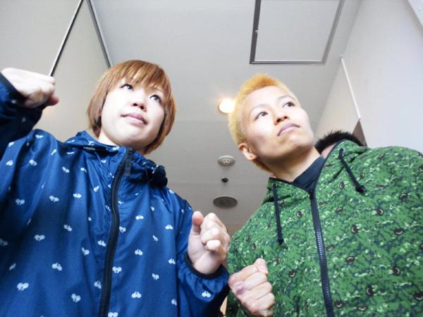 OPBF女子ミニフライ級王座決定戦前日 西村聡美選手(左)と花形冴美選手(右)