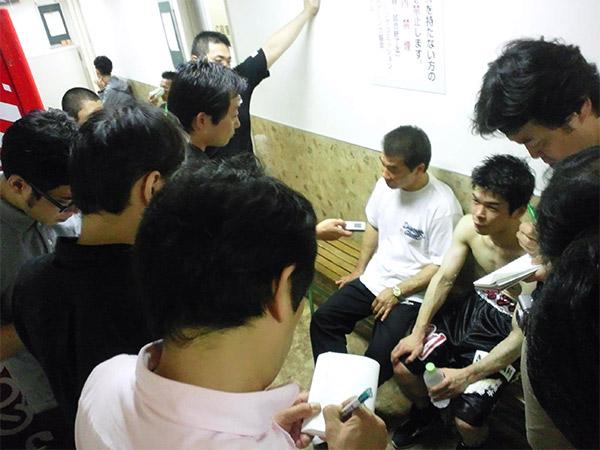 花形会長(左)と大平剛選手(右)