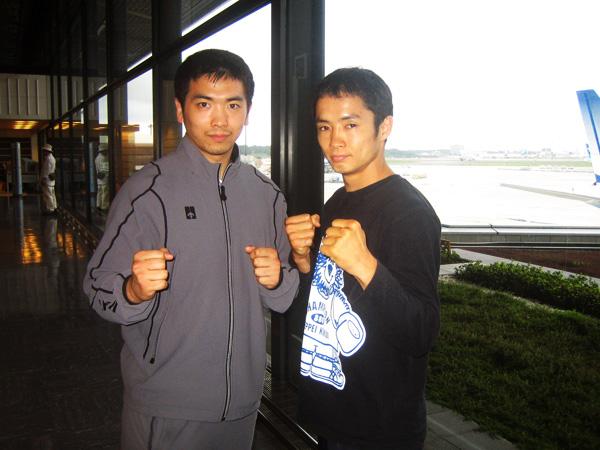 伊藤トレーナー(左)と菊井選手(右)
